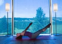 Großansicht Frau macht Yoga