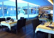 Großansicht Pärchen isst im Restaurant Hochhäderich