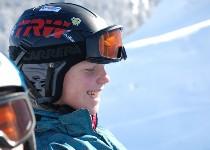Großansicht Lachende Skifahrerin