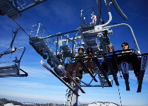 Großansicht Skifahrer am Lift