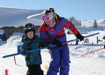 Großansicht Skilehrer mit Kind